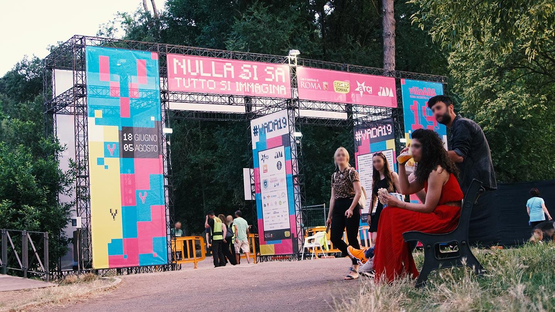 Allestimento portale di ingresso Villa Ada Festival 2019